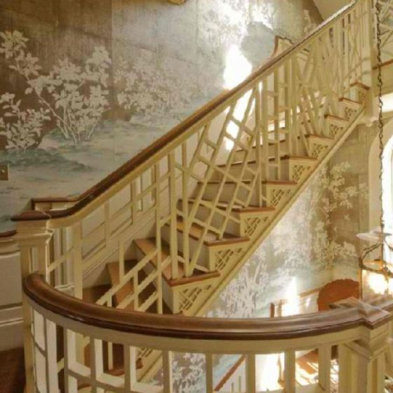 chinoiserie wallpaper and steps