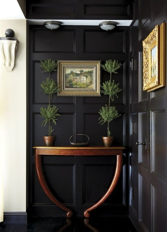 blk white foyer