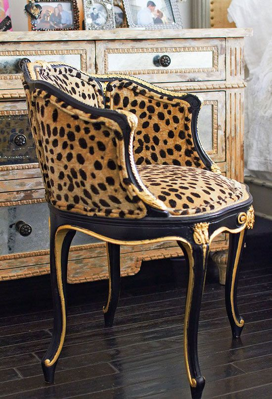 Gorge occasional chair
